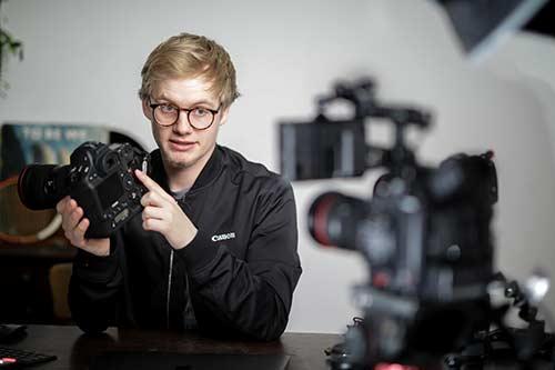 Nicolai Deutsch erklärt die Funktionen einer Canon Kamera